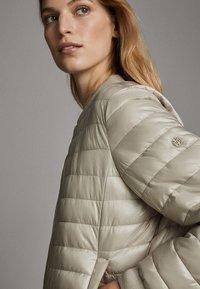 Massimo Dutti - MIT METALLICVERZIERUNG - Winter jacket - beige - 6