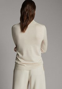 Massimo Dutti - UNIFARBENER PULLOVER AUS SEIDE WOLLE 05600520 - Sweter - beige - 2