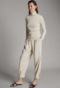 Massimo Dutti - UNIFARBENER PULLOVER AUS SEIDE WOLLE 05600520 - Sweter - beige - 0