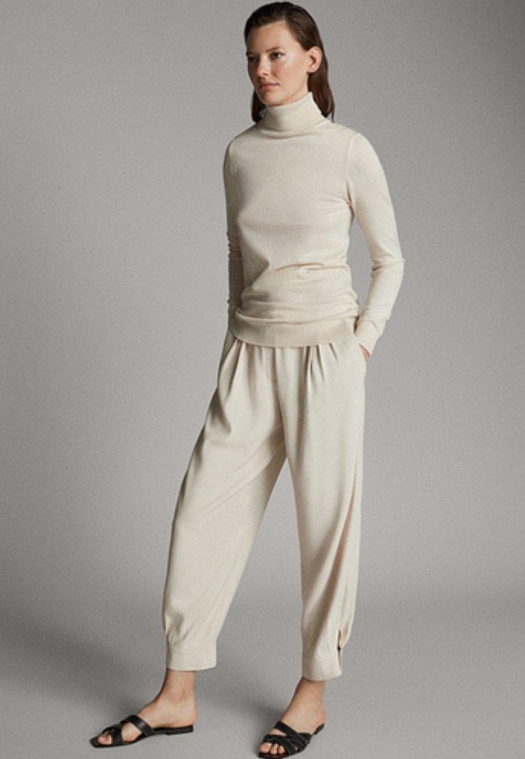 Massimo Dutti - UNIFARBENER PULLOVER AUS SEIDE WOLLE 05600520 - Sweter - beige