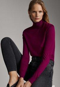 Massimo Dutti - UNIFARBENER PULLOVER AUS SEIDE WOLLE 05600520 - Pullover - dark purple - 6