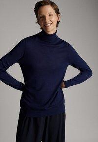 Massimo Dutti - UNIFARBENER PULLOVER AUS SEIDE WOLLE 05600520 - Pullover - dark blue - 0