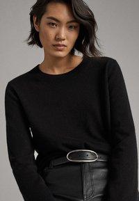Massimo Dutti - KASCHMIR - Sweter - black - 2