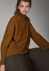 Massimo Dutti - CAMPAIGN COLLECTION - Pullover - brown - 4