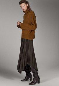 Massimo Dutti - CAMPAIGN COLLECTION - Pullover - brown - 3