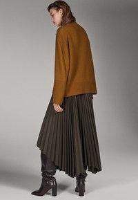 Massimo Dutti - CAMPAIGN COLLECTION - Pullover - brown - 2