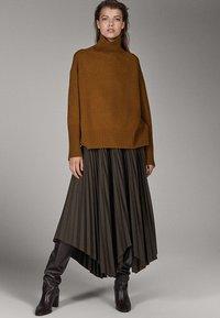 Massimo Dutti - CAMPAIGN COLLECTION - Pullover - brown - 1