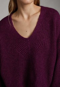 Massimo Dutti - MIT V AUSSCHNITT  - Jumper - dark purple - 4