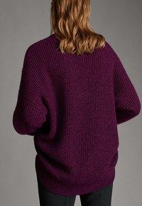 Massimo Dutti - MIT V AUSSCHNITT  - Jumper - dark purple - 1