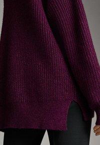 Massimo Dutti - MIT V AUSSCHNITT  - Jumper - dark purple - 5
