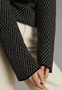 Massimo Dutti - MIT STEHKRAGEN - Jumper - black - 5