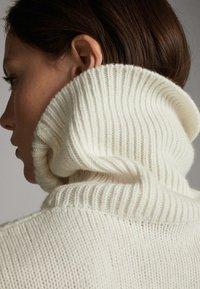 Massimo Dutti - MIT ZOPFMUSTER - Pullover - nude - 2