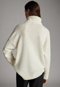 Massimo Dutti - MIT ZOPFMUSTER - Pullover - nude - 1