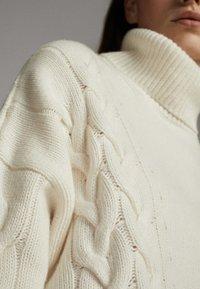 Massimo Dutti - MIT ZOPFMUSTER - Pullover - nude - 3