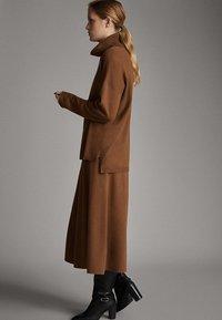 Massimo Dutti - MIT ROLLKRAGEN  - Jumper - brown - 5