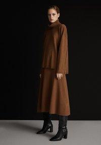 Massimo Dutti - MIT ROLLKRAGEN  - Jumper - brown - 1