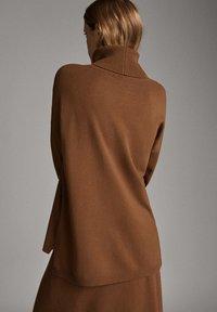 Massimo Dutti - MIT ROLLKRAGEN  - Jumper - brown - 2
