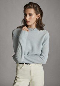 Massimo Dutti - MIT GERIPPTEM STEHKRAGEN - Jumper - light grey - 2