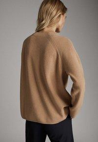 Massimo Dutti - WOLLPULLOVER IM PERLSTRICK MIT STEHKRAGEN 05622817 - Maglione - brown - 2