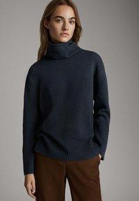Massimo Dutti - CAPE-PULLOVER AUS WOLLE UND KASCHMIR MIT KAPUZENKRAGEN 05616828 - Sweter - dark grey - 3