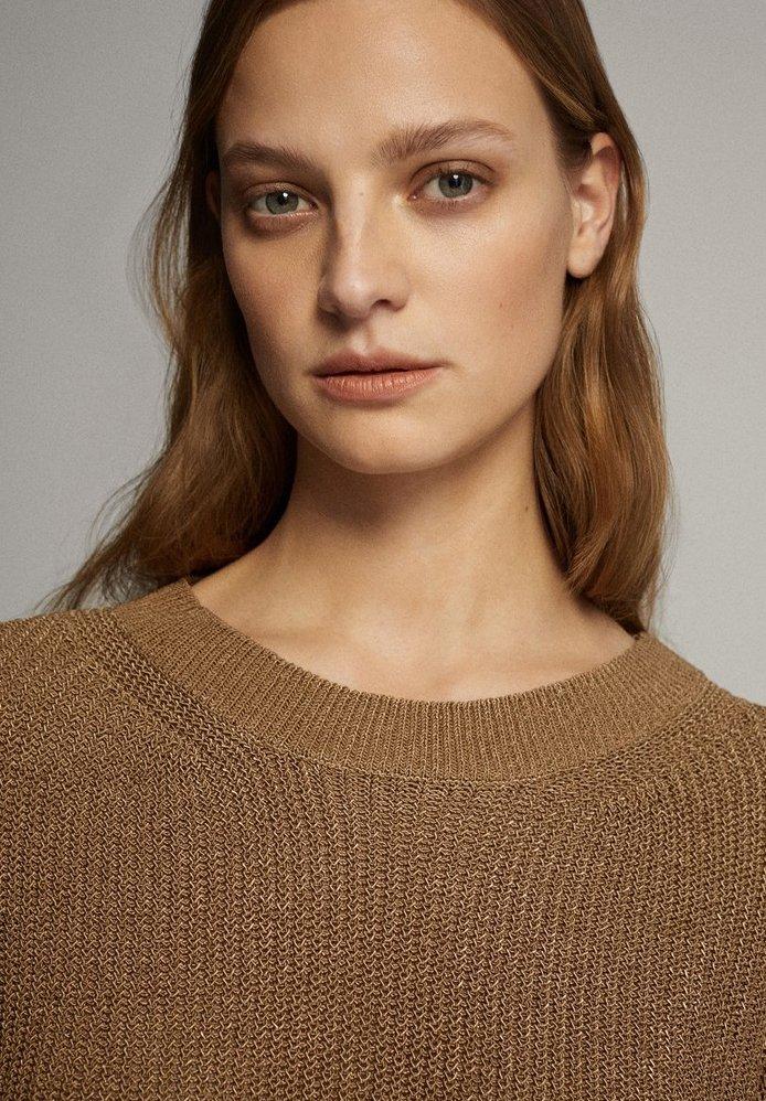 Massimo Dutti MIT RUNDAUSSCHNITT - Sweter - brown