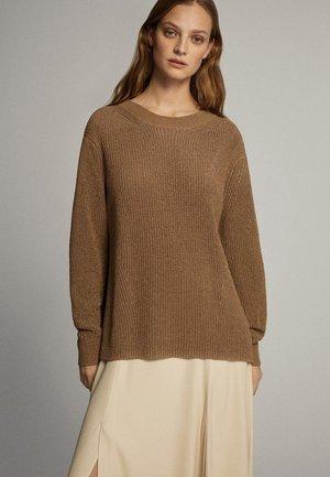 MIT RUNDAUSSCHNITT - Pullover - brown