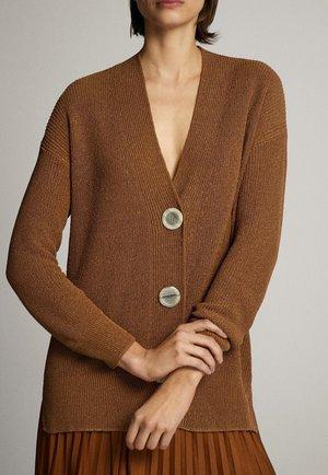 MIT KNÖPFEN - Cardigan - brown