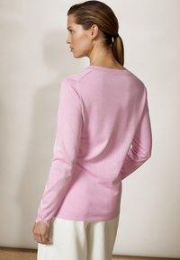 Massimo Dutti - MIT V-AUSSCHNITT  - Jumper - light pink - 2
