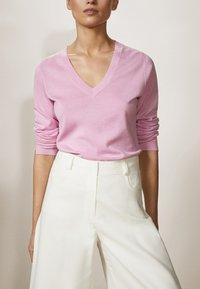 Massimo Dutti - MIT V-AUSSCHNITT  - Jumper - light pink - 5