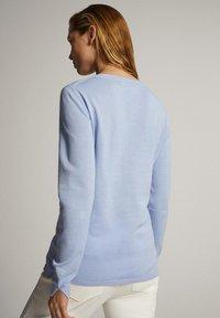 Massimo Dutti - MIT V-AUSSCHNITT  - Pullover - blue - 1