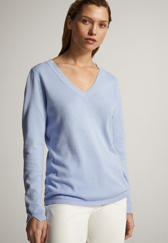 Massimo Dutti - MIT V-AUSSCHNITT  - Pullover - blue