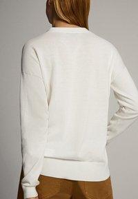 Massimo Dutti - MIT V-AUSSCHNITT UND KNOPF - Cardigan - white - 1