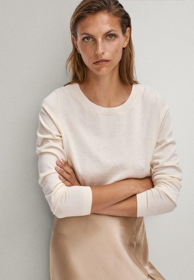 MIT BATEAU-AUSSCHNITT - Sweter - beige