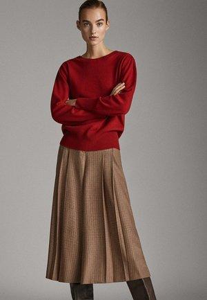 MIT ABNÄHER AN DER SCHULTER - Sweatshirt - red