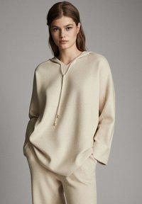 Massimo Dutti - STRICK-CAPE MIT KAPUZE 05623807 - Sweater - beige - 0