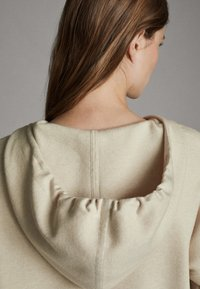 Massimo Dutti - STRICK-CAPE MIT KAPUZE 05623807 - Sweater - beige - 4