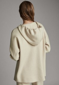 Massimo Dutti - STRICK-CAPE MIT KAPUZE 05623807 - Sweater - beige - 1