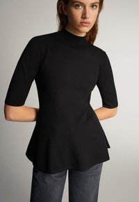 Massimo Dutti - PULLOVER MIT GERIPPTEM STEHKRAGEN UND SCHÖSSCHEN 05623927 - T-shirt con stampa - black - 2