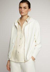 Massimo Dutti - MIT KAPUZE UND REISSVERSCHLUSS  - Zip-up hoodie - white - 3