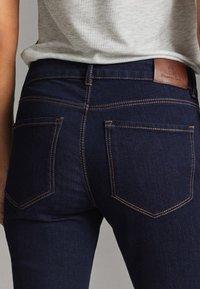 Massimo Dutti - MIT MITTELHOHEM BUND - Jeans slim fit - blue - 4