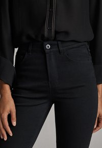 Massimo Dutti - MIT HOHEM BUND - Jean slim - black - 4