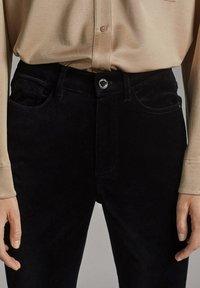 Massimo Dutti - MIT HOHEM BUND  - Spodnie materiałowe - black - 3