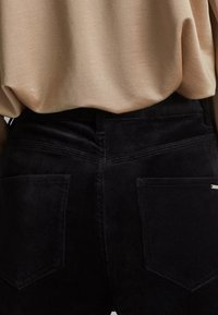 Massimo Dutti - MIT HOHEM BUND  - Spodnie materiałowe - black - 4