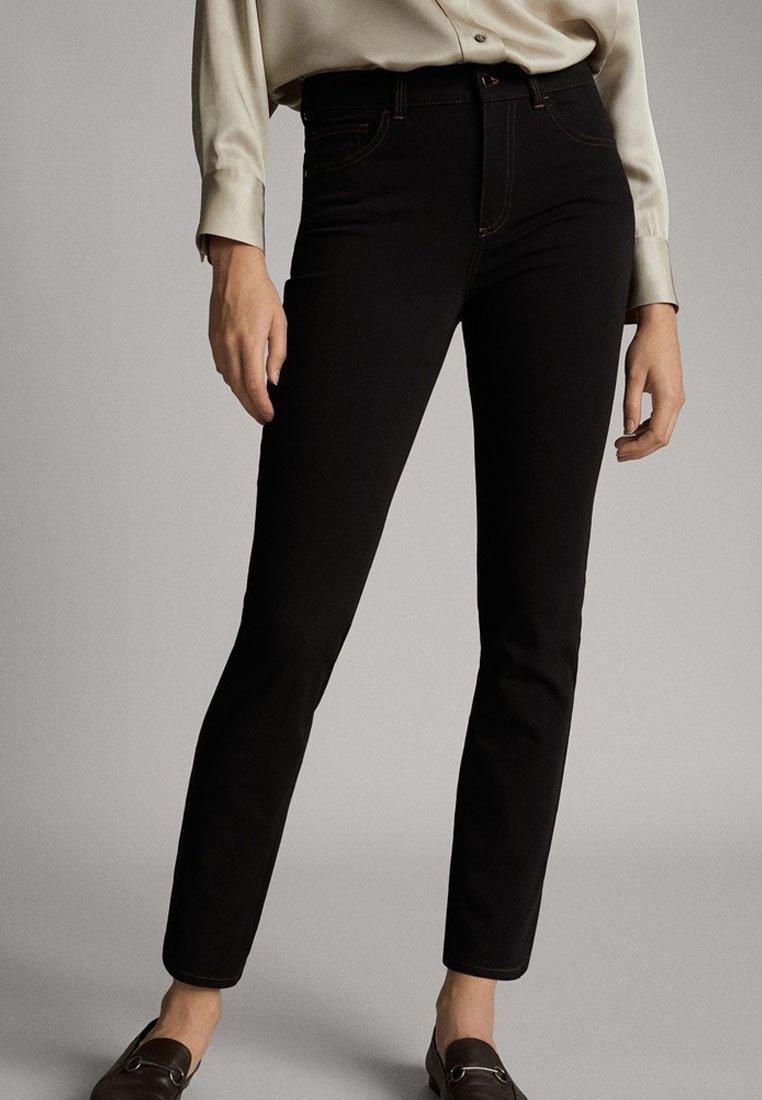 Massimo Dutti - STRETCH-HOSE - Slim fit jeans - black
