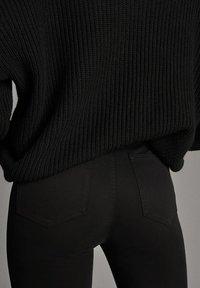 Massimo Dutti - MIT HOHEM BUND  - Pantalon classique - black - 5