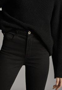Massimo Dutti - MIT HOHEM BUND  - Pantalon classique - black - 6