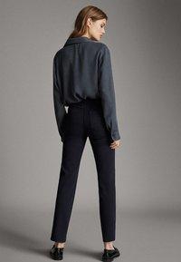 Massimo Dutti - BROKEN-TWILL-ZIGARETTENHOSE 05067707 - Slim fit jeans - blue - 2
