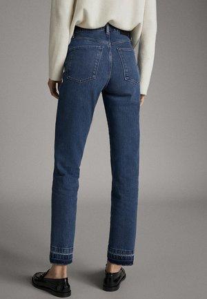 STRAIGHT-FIT-JEANS MIT HOHEM BUND UND AUSGEFRANSTEM SAUM 0504772 - Jeans a sigaretta - blue