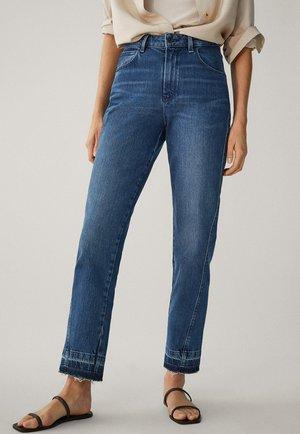 MIT HOHEM BUND UND AUSGEFRANSTEM SAUM  - Straight leg jeans - blue