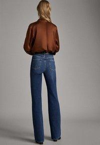 Massimo Dutti - JEANS MIT WEITEM BEIN UND HOHEM BUND 05043731 - Jeansy Relaxed Fit - blue - 3